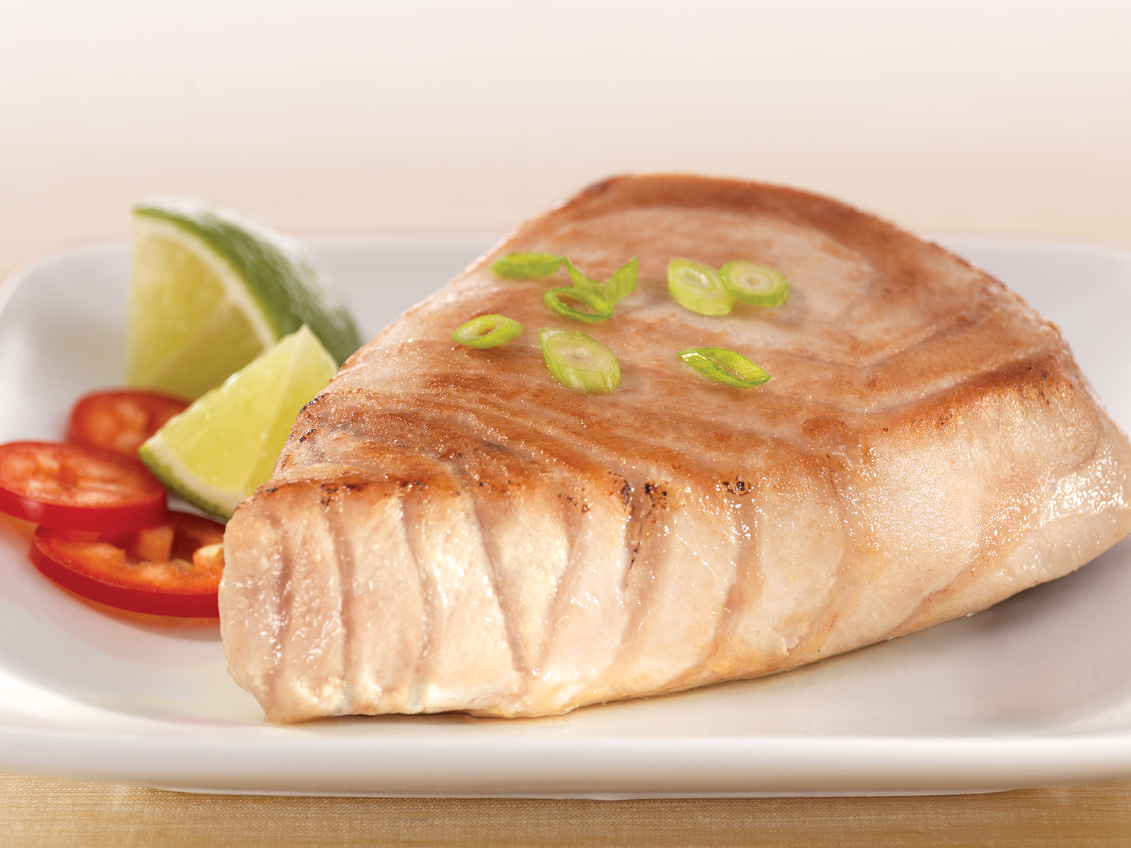 Red Tuna Steak 4 oz (1/10 lb) 411693