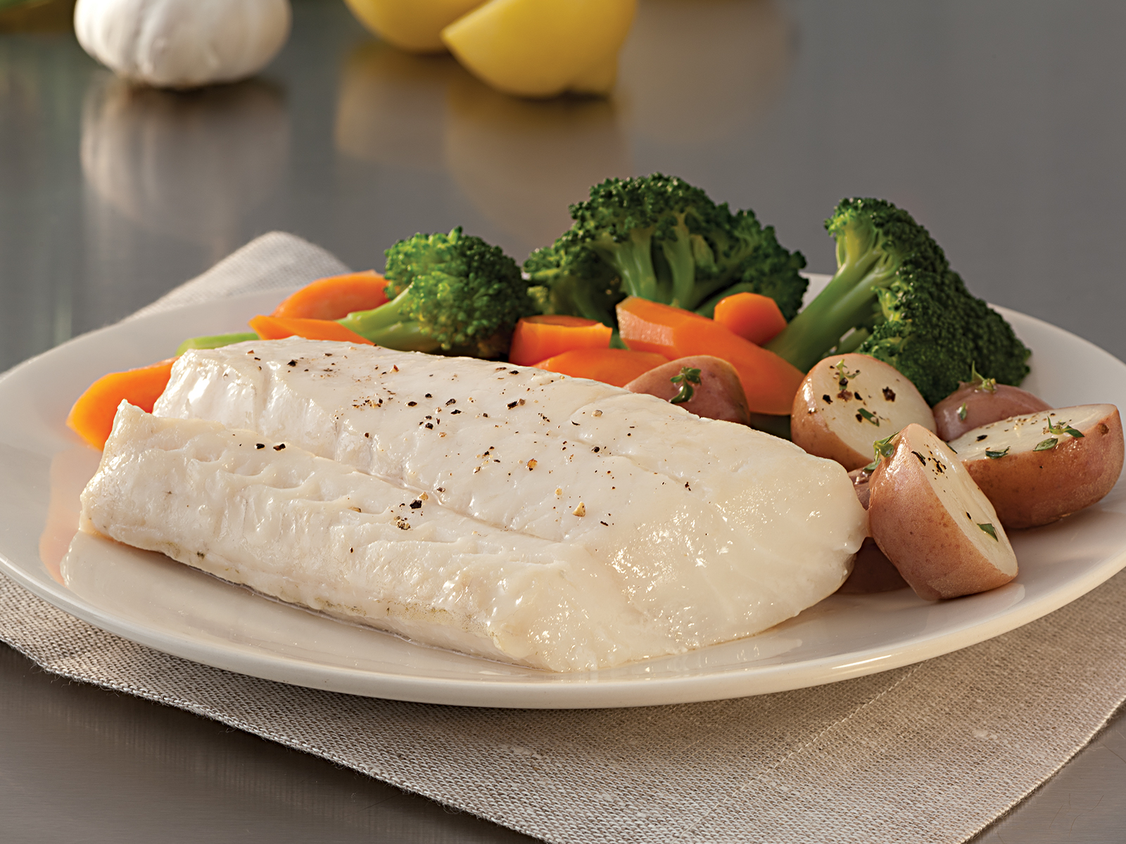 SeaFest® Pacific Cod Fillet Skinless Boneless 4-8 oz Shatter Pack (3/15 Lb) 412499